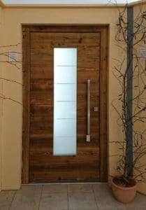 Holzhaustüren - Rubner Altholzhaustür mit Lichtausschnitt pmt Ausstellung - pmt Holzhaustüren für München und Rosenheim