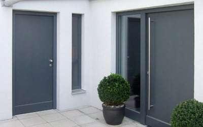 Referenzen pmt Fenster Türen Glas - Holzhaustür mit Seitenteil RAL-Oberfläche